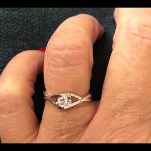 Jewelry - Dainty and precious! Size 6, last one!!